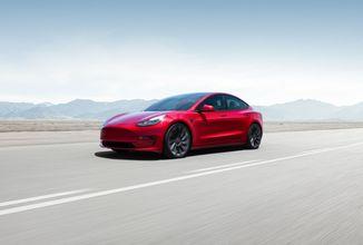 Tesla nestíhá vývoj plně autonomních automobilů podle plánu