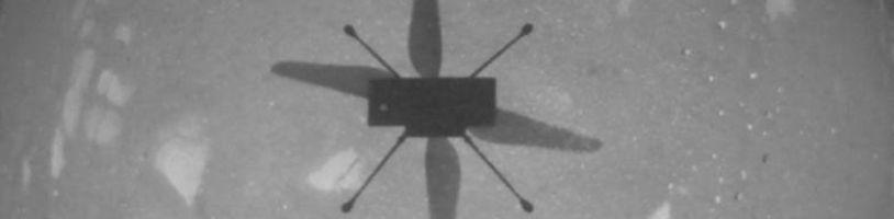 Helikoptéra Ingenuity na Marsu úspěšně vzlétla